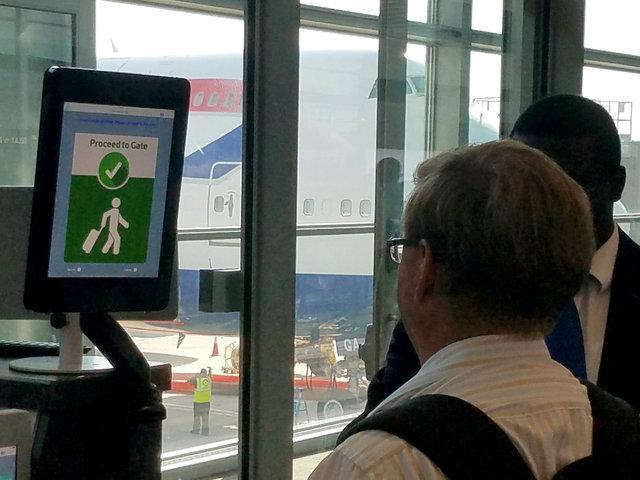 سیستم تشخیص چهره جای گذرنامه را می گیرد