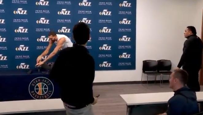 رقابت های بسکتبال NBA لغو شد، شوخی عجیب بازیکن بسکتبال با کرونا و مبتلا شدنش به این ویروس